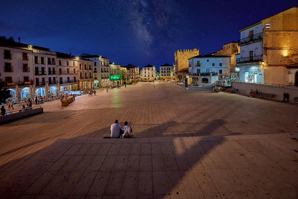 plaza-mayor-noche-caceres