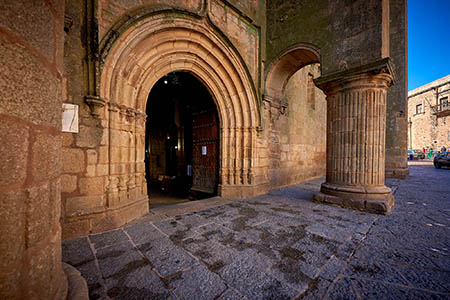 Portada de la Iglesia de Santiago
