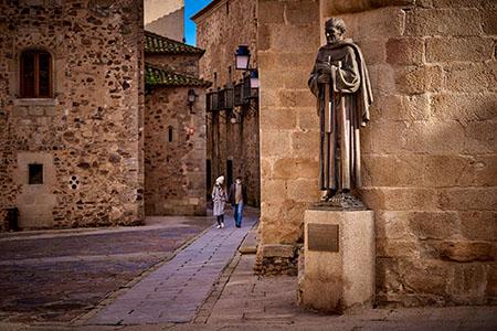 Estatua de San Pedro de Alcántara