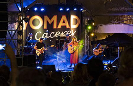 Womad Cáceres. Concierto en la plaza de San Jorge